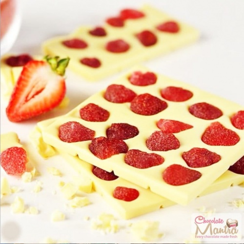 strawberry-fruits-chocolate-bar.jpg